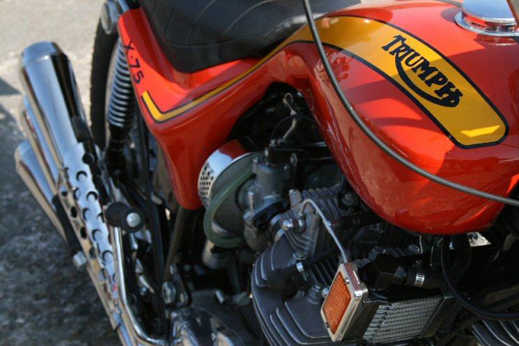 triumph-750-hurricane-serbatorio-motore