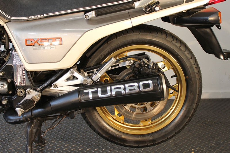Honda_CX_500_Turbo_scarichi