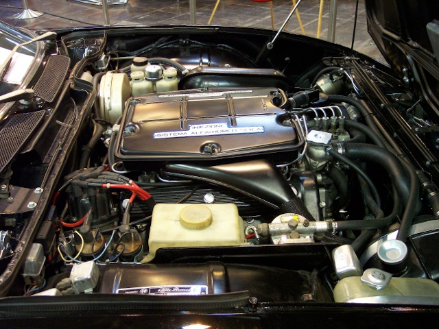 Alfa_Romeo_Montreal_engine_TCE[1]
