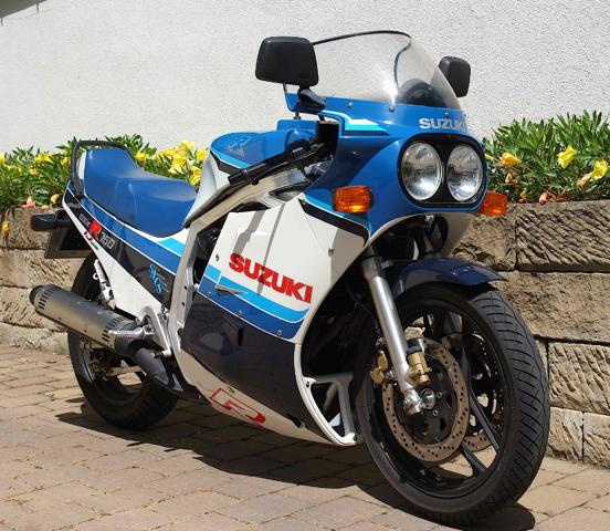 Suzuki_gsx_r_750_[1]