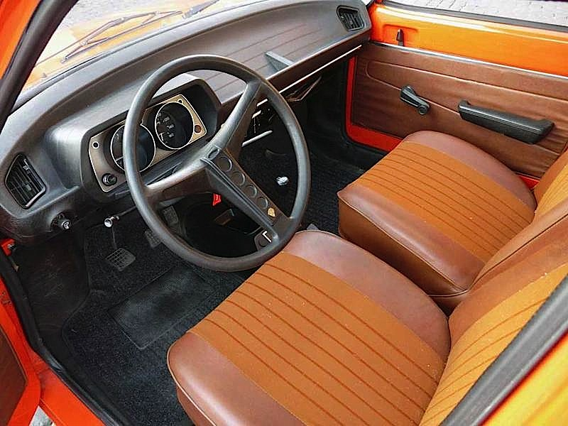 Peugeot-104-interni