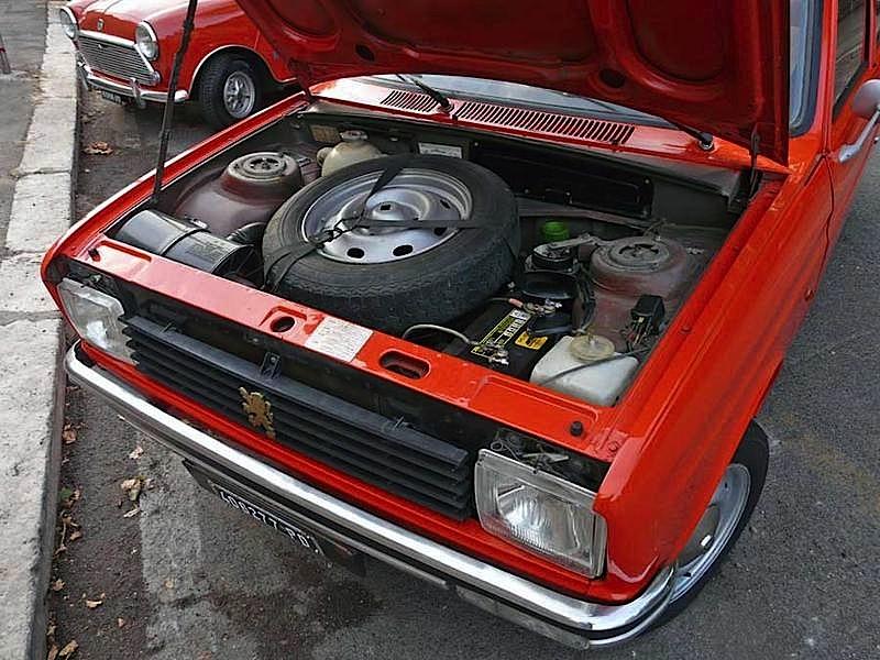 Peugeot-104-vano-motore