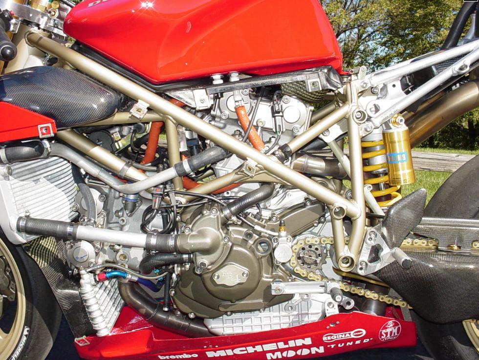 ducati_916_racing_engine