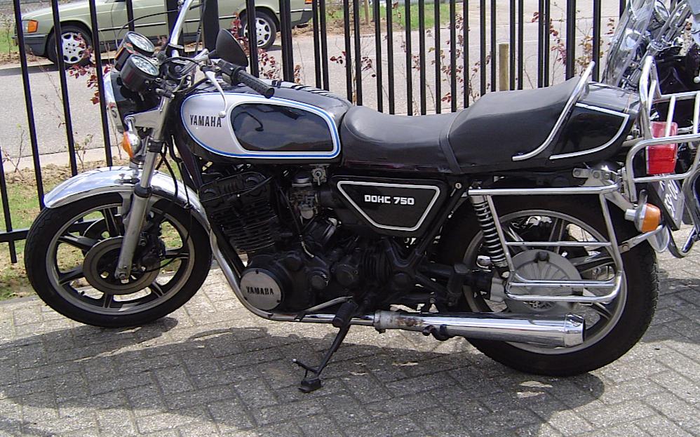 Yamaha_XS_750_standard