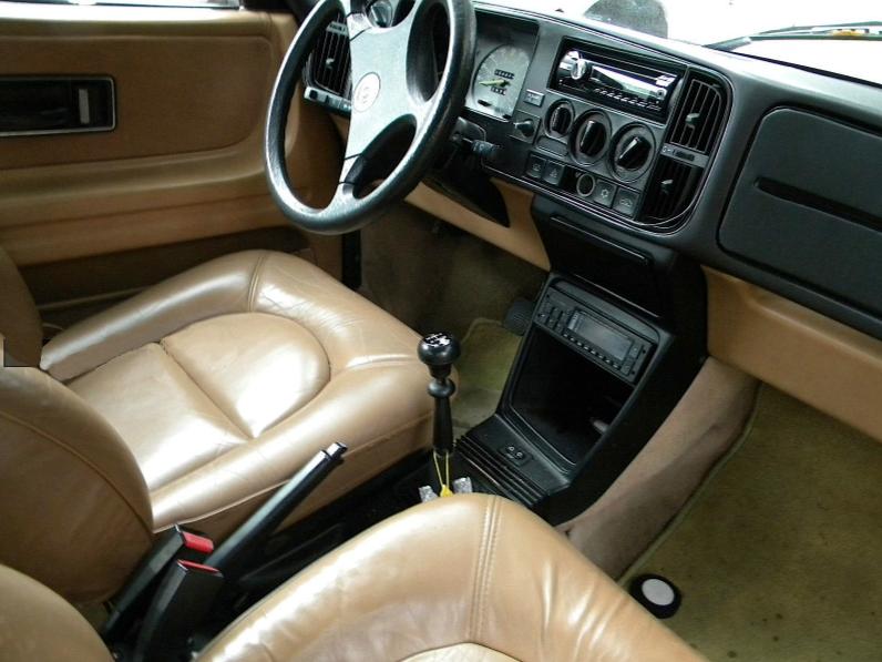saab_900_turbo_convertible_1987_interni