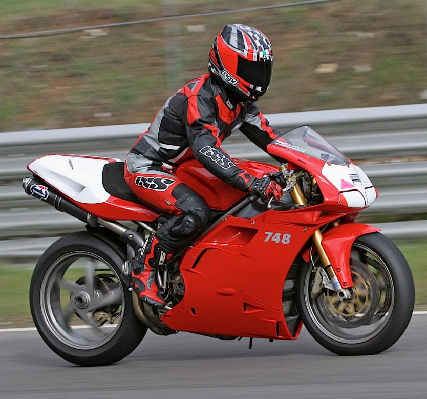 Ducati_748_pista