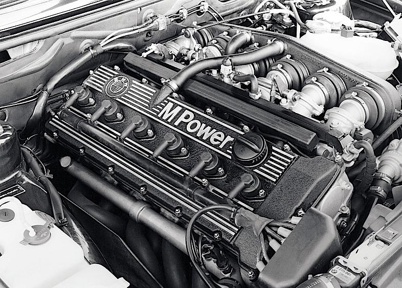 BMW_M535I_1985_e24_motore