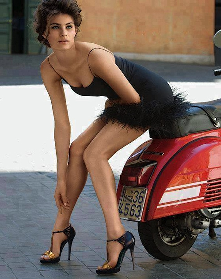 Vespa-Piaggio-200_rally_donna_woman