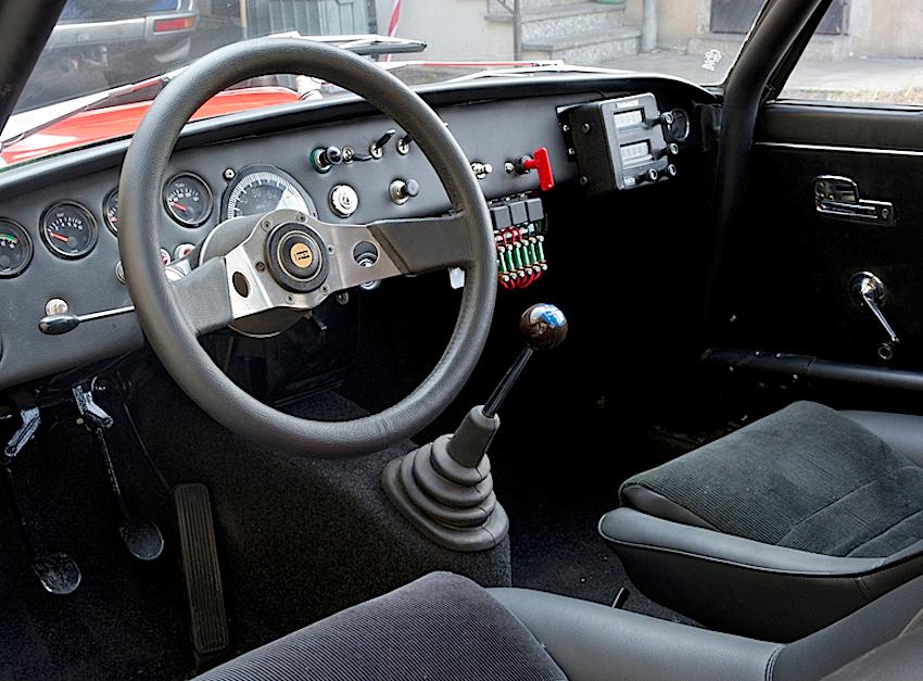 Lancia Fulvia Coupé 1600 HF Corsa interni