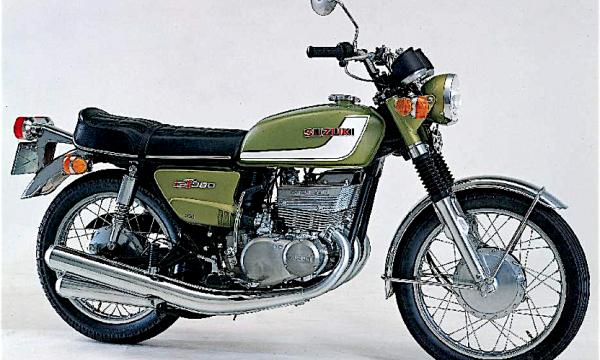 SUZUKI GT 380 – (1972) – Giappone