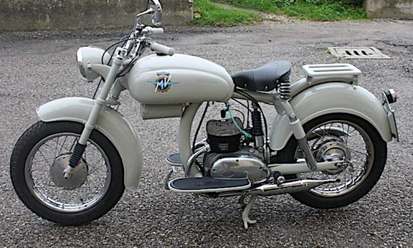 MV AGUSTA 125 PULLMAN una moto molto … molto curiosa – (1953/1956)